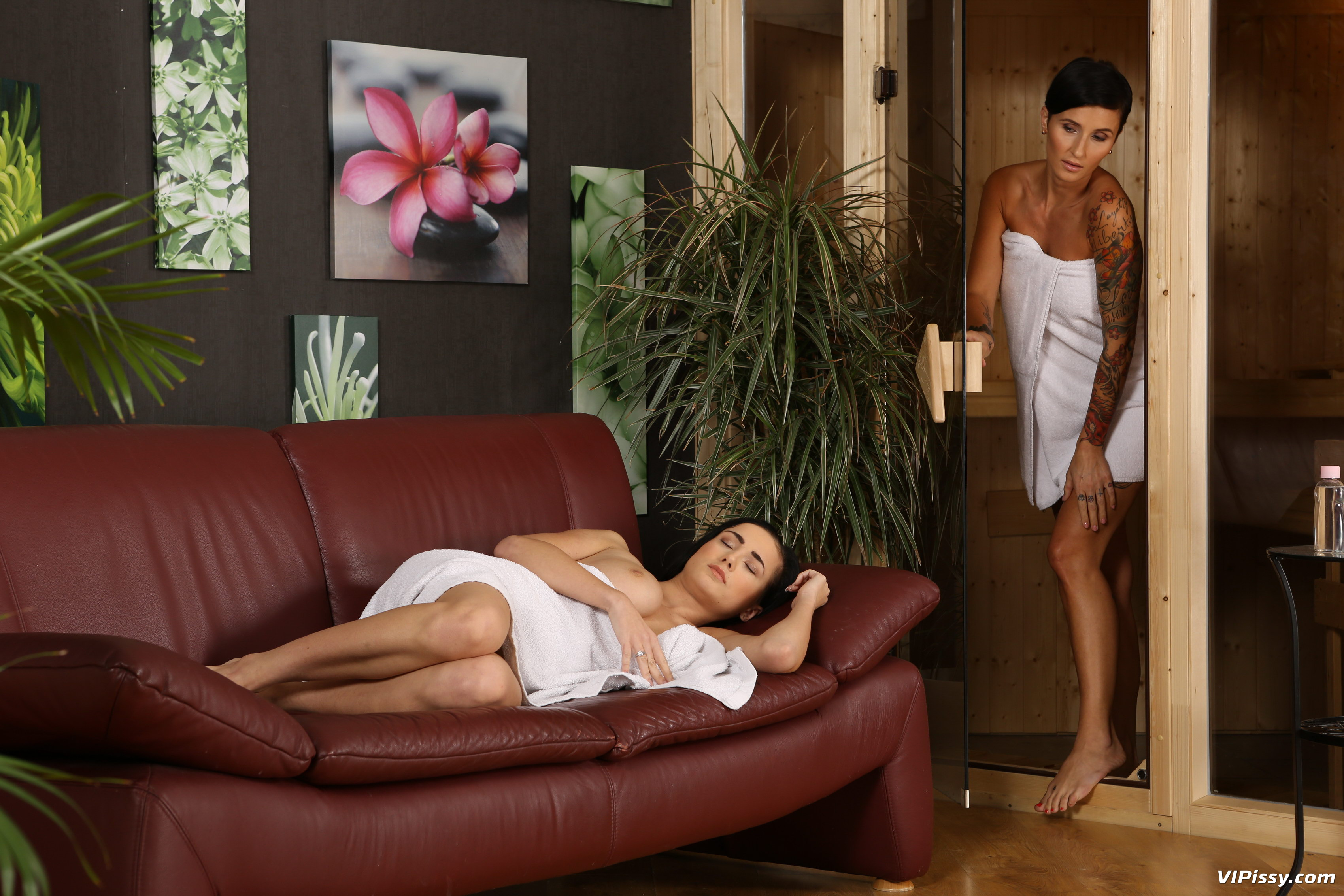 Short haired female Gabrielle Gucci strips to nylons before giving a blowjob № 429713  скачать